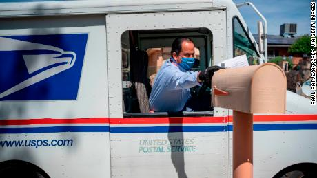 Washington Post: WH a annulé son plan de distribution de 650 millions de masques faciaux via USPS